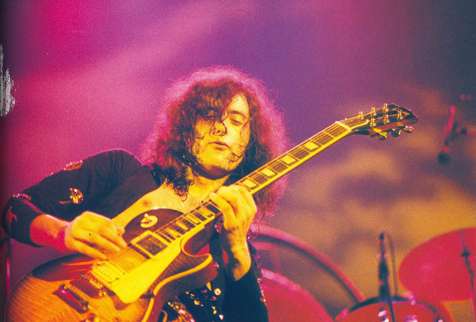 jimmy-page-playing-a-les-paul-guitar