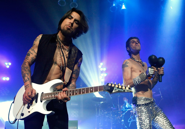 dave navarro playing with janes addiction