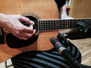 close miking acoustic guitar