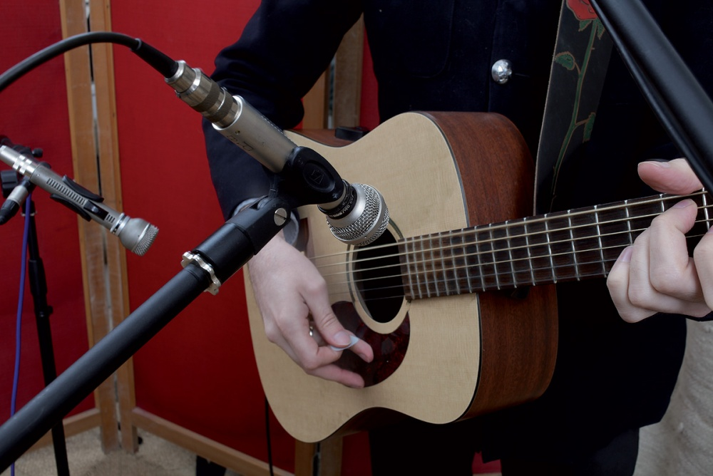 two dynamic mics recording acoustic guitar