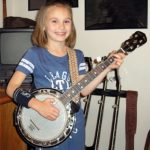 We Review the 5 Best Travel or Parlor Banjos for Players on the Go