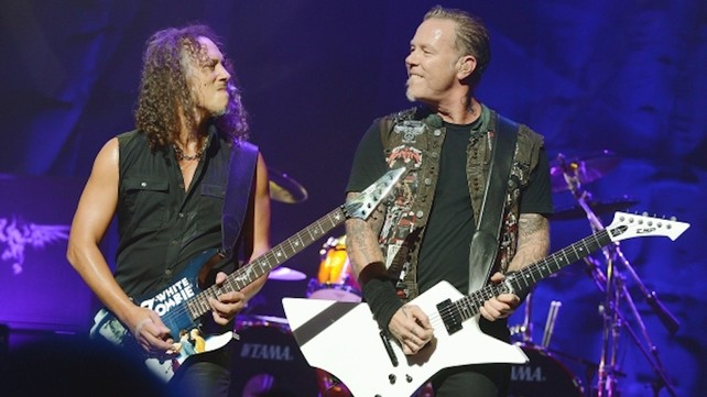 james hetfield kirk hammett playing guitar
