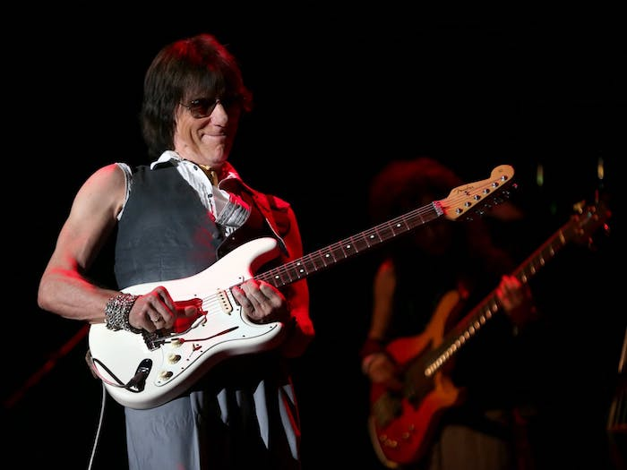 jeff beck playing guitar