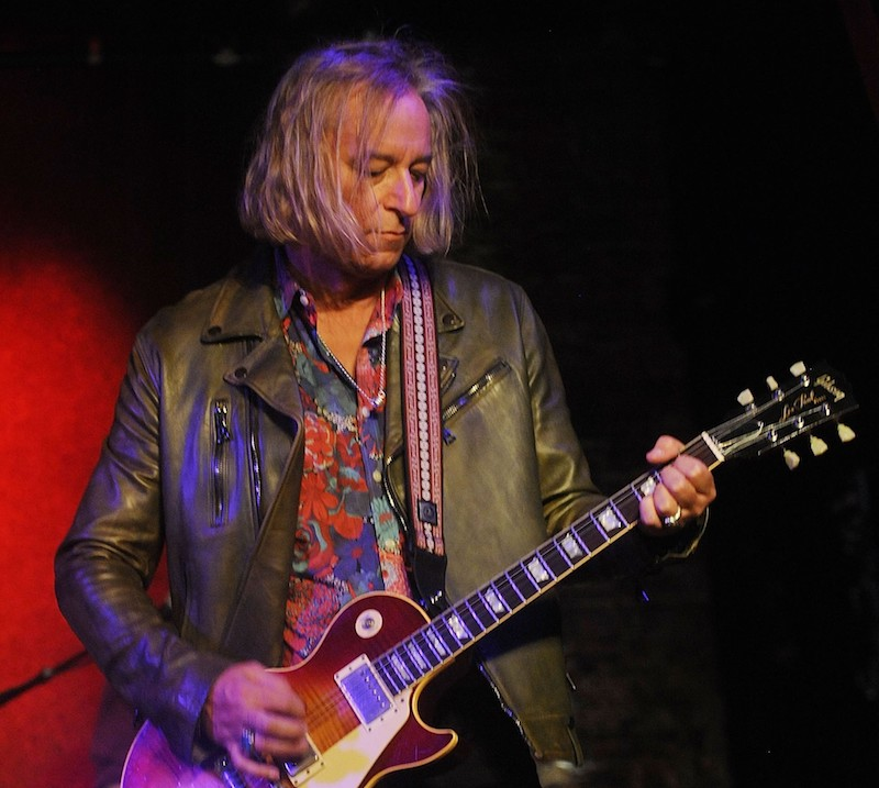peter buck playing guitar