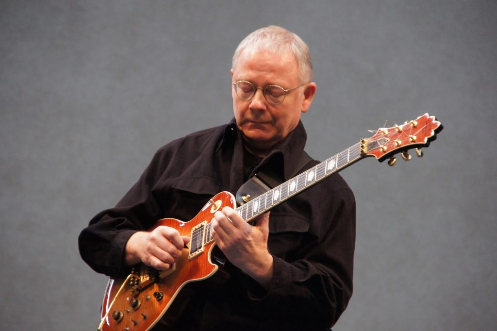 robert fripp playing guitar